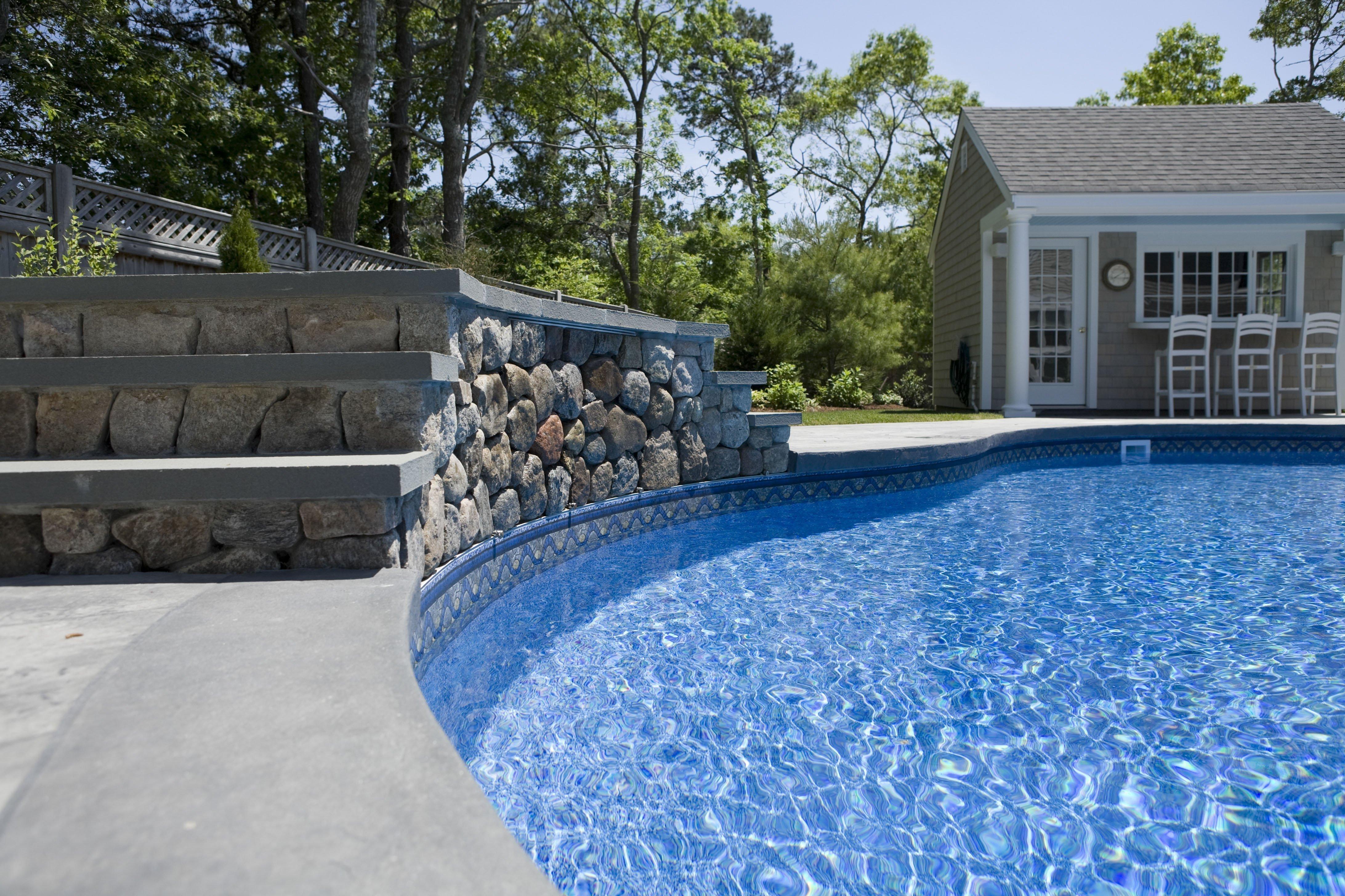 Chlorine Pool vs Salwater pool