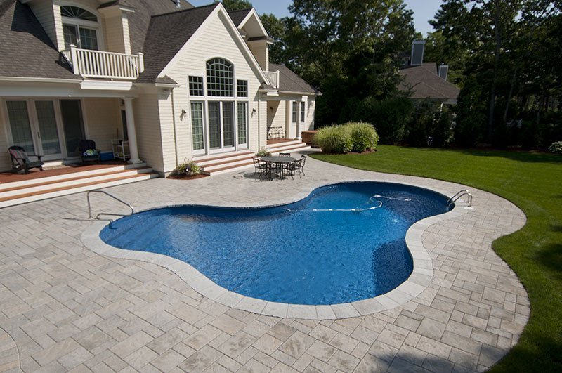 Freeform pool by Shoreline Pools