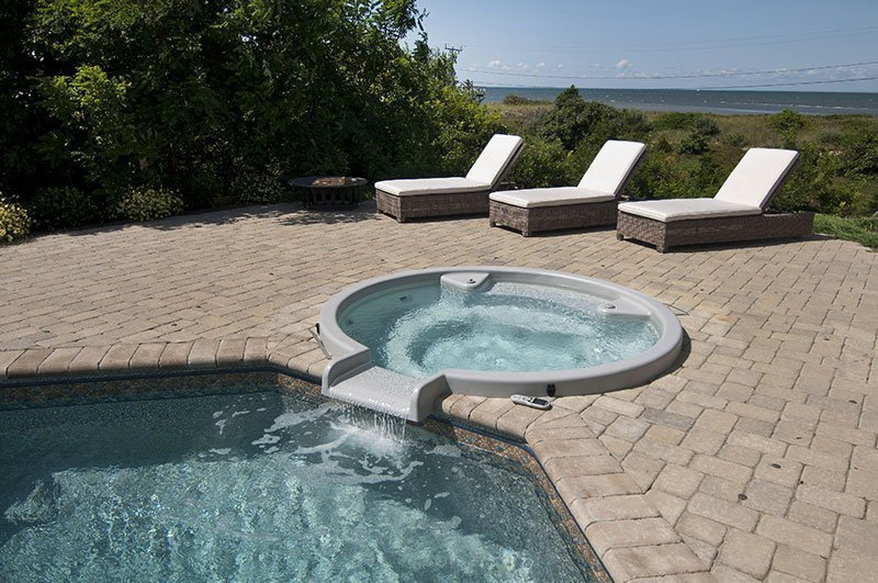 Spa or hot tub with pool